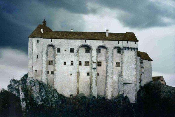 Hypotetická rekonštrukcia renesančného paláca spojeného srománskou kaplnkou, 16. – 17. storočie.
