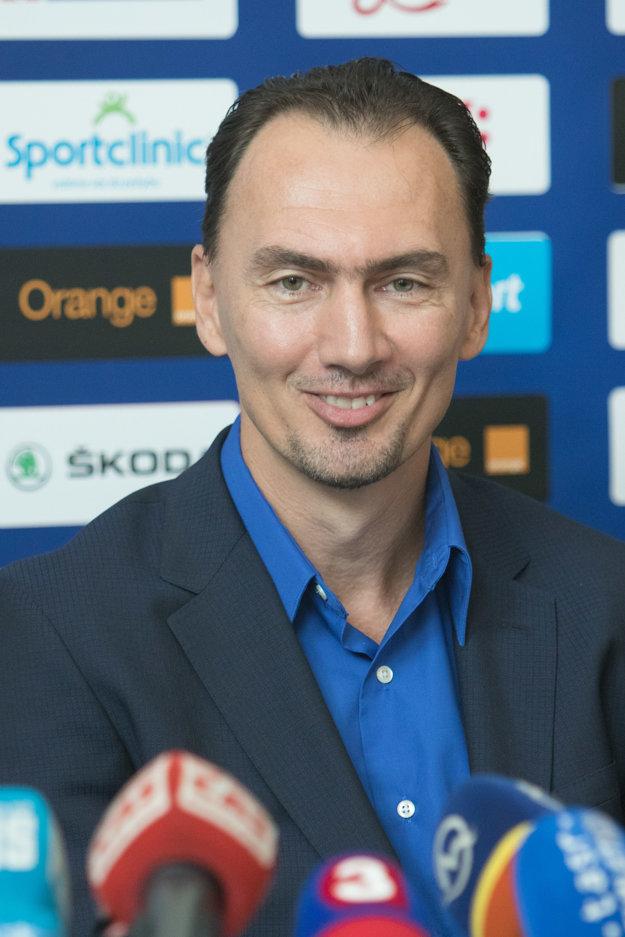 Aby mohol Miroslav Šatan vykonávať funkciu naplno, sťahuje sa na Slovensko.