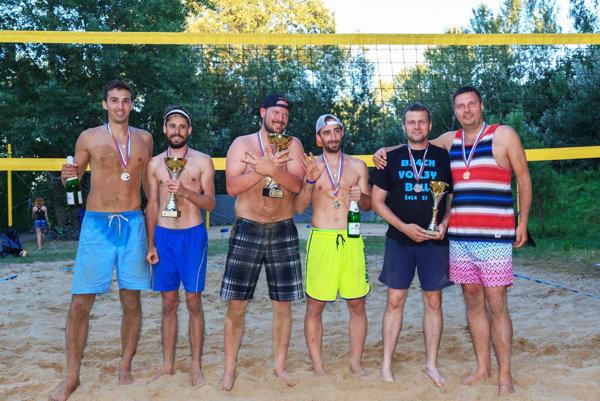 Tri najlepšie dvojice - zľava Michal Krchňák, Lukáš Kráľovič (2. miesto), Peter Gyurovszký, Ondrej Hruboška (1. miesto), Martin Kurňava, Miroslav Polonyi (3. miesto).