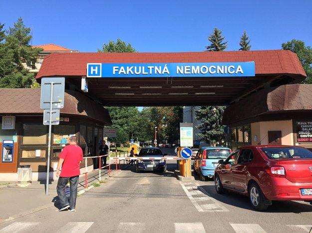 Vstup do nemocnice.