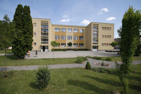 Základná škola s materskou školou v Lazanoch.