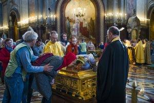Relikviu priniesli do Chrámu Krista Spasiteľa v máji.