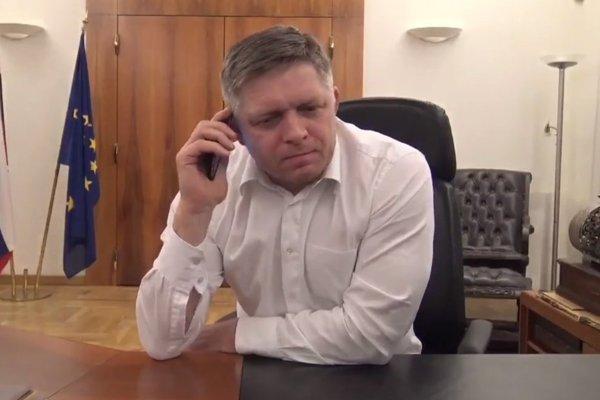 Premiér Robert Fico sa v telefonickom rozhovore z marca pýtal šéfa štátnej poisťovne Miroslava Kočana, kde chodí na také hovadiny.