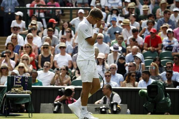 Martin Kližan skončil na Wimbledone v prvom kole, nedohral zápas proti Novakovi Djokovičovi.