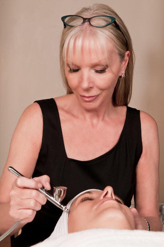 Linda Meredith počas ošetrovania pleti