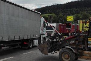 Nezodpovední kamionisti rútiaci sa cez Svrčinovec sú postrachom pre miestnych obyvateľov, ale aj ostatných vodičov.