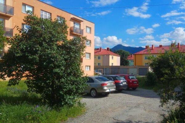 Parkovacie miesta dostanú obyvatelia bytoviek vširšom centre mesta.