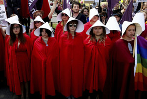 Vo Varšave protestovali ženy proti Donaldovi Trumpovi