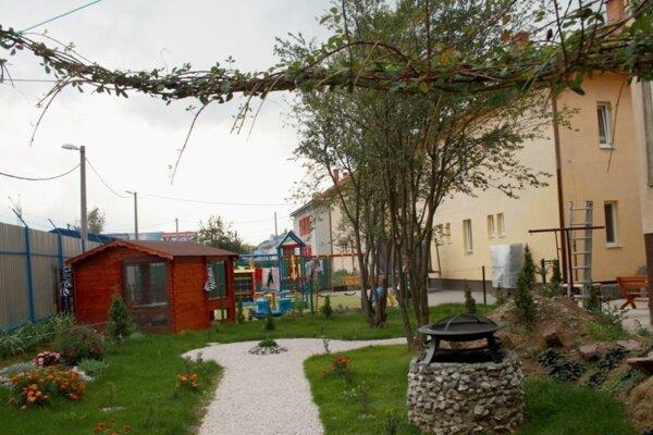 Detské ihrisko pri neziskovej organizácii Harmónia.