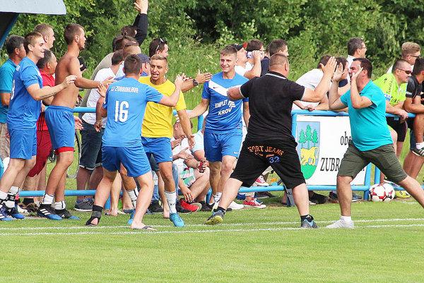 Veľká radosť na lavičke Zubrohlavy v dôležitom zápase proti Vavrečke.