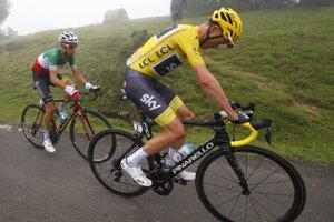 Dvaja aktuálne najlepší jazdci celkovej klasifikácie - vpravo Chris Froome, vľavo Fabio Aru. Po štvrtkovej etape sa však do žltého dresu obliekol Fabio Aru.