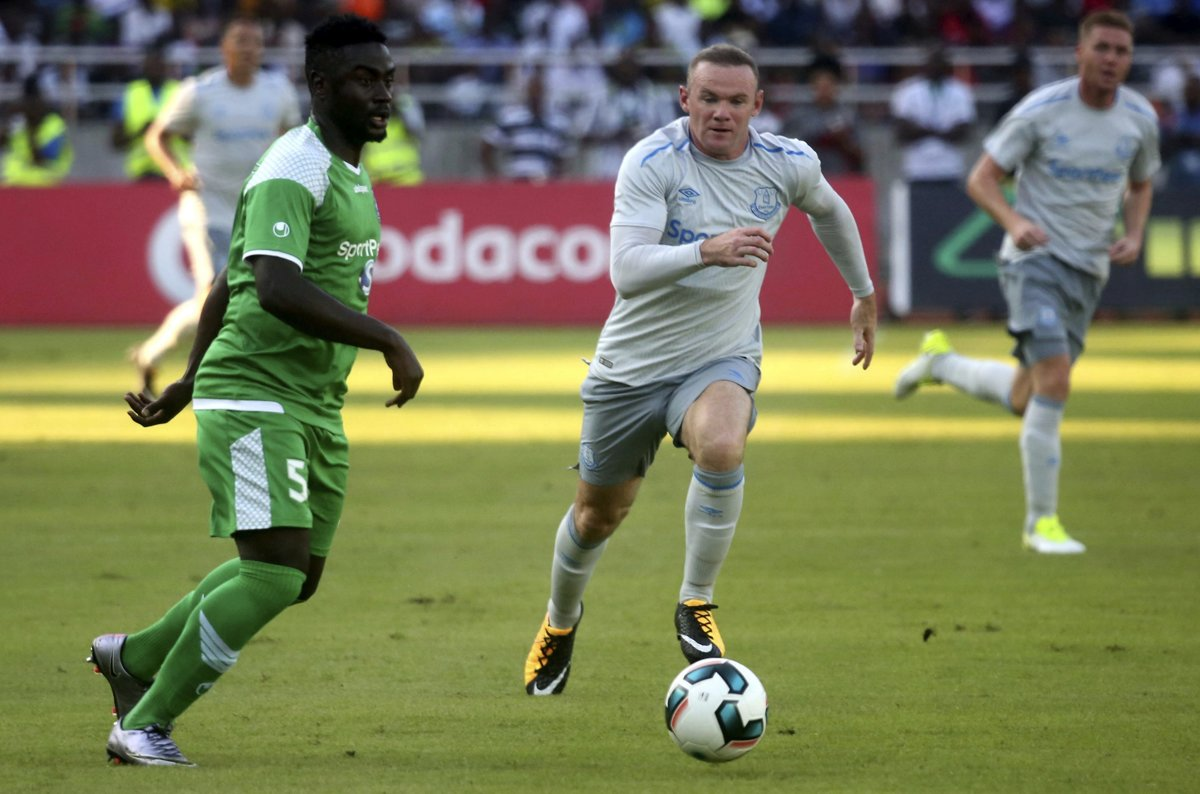 573c7b4c04 Wayne Rooney (v strede) sa nedávno vrátil z Manchesteru United do Evertonu.