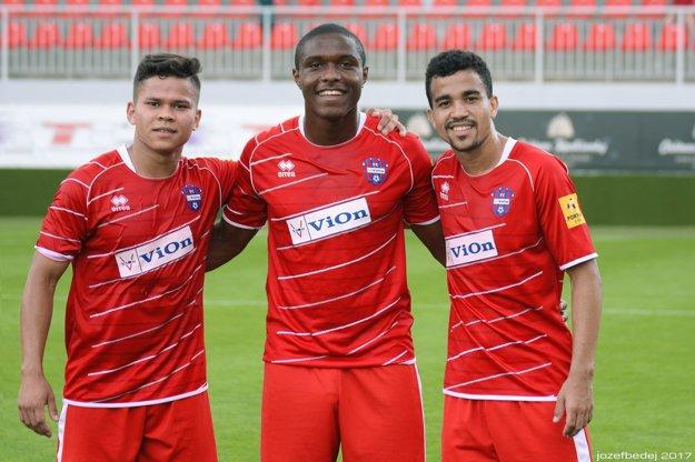 V kádri FC ViOn sú aktuálne až piati Brazílčania. Na snímke trio kanárikov - zľava Ewerton, novic Renan aMateus.