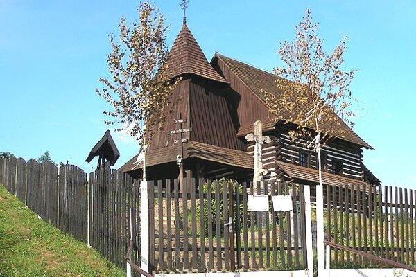 Brežany. Drevený kostol sv. Lukáša v obci Brežany.