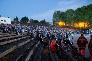 Premietanie romantického slovenského filmu Všetko alebo nič, odštartuje na amfiteátri na Šírave o 21.15 h.