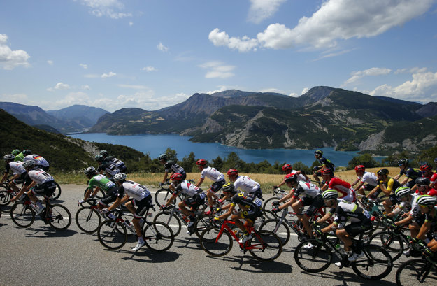 Cyklisti v rámci osemnástej etapy zavítali posledný raz do Álp.