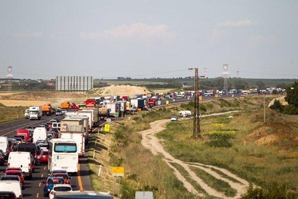 Kolóny na diaľnici D1.