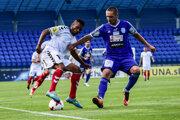 Nová posila FK Senica Romulo Santos Silva (vľavo) počas prípravného stretnutia so Znojmom.