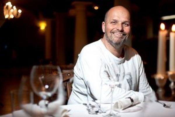 Zdeněk Pohlreich (1957)Český šéfkuchár, moderátor, podnikateľ. V Prahe vyštudoval hotelovú školu, v roku 1989 odišiel do Holandska, potom do Austrálie. V emigrácii sa vypracoval na šéfkuchára. Po návrate do Česka pracoval ako šéfkuchár v hoteloch Renais