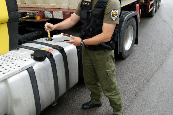 Od začiatku roka vykonali žilinskí colníci 277 kontrol so špeciálnou technikou, ktorú používajú na odhaľovanie nelegálnej prepravy jadrových a rádioaktívnych materiálov.