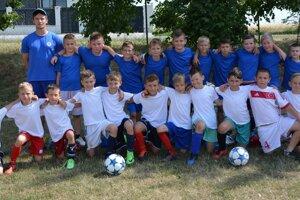Mladé futbalové talenty vo Veľkých Bedzanoch.