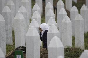 Srbská prokuratúra podala žiadosť o obnovenie srebrenického procesu