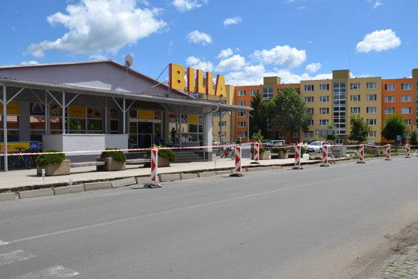Práce si vyžiadali čiastočné obmedzenie premávky v jednom pruhu.