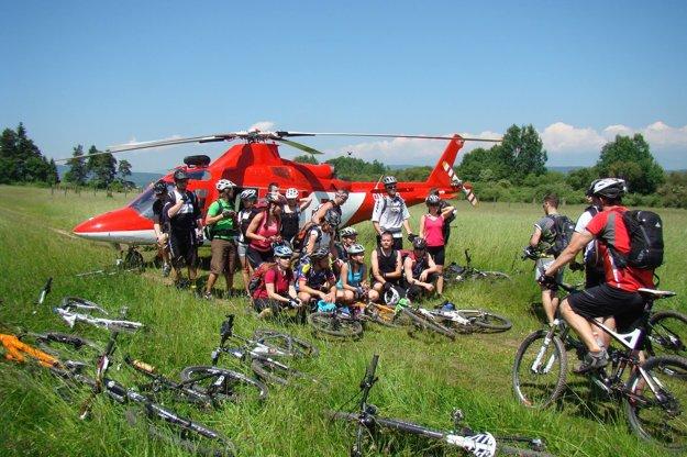 Nečakané stretnutia. Ak sa vychýlite z obvyklej trasy a zájdete napríklad do Slovenského raja, natrafíte na záchranársky vrtuľník.