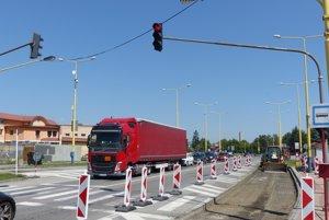 Kamióny opäť prechádzajú cez Šváby.
