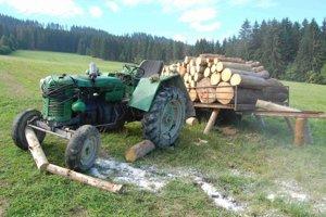 Traktor sa prevrátil.