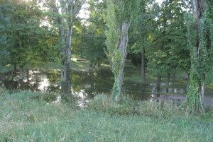 Zaliata je časť medzi Malou Hangóckou a riekou.