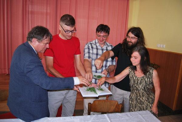 Knihu o partizánskom odboji pokrstili ihličím z podjavorinských lesov.