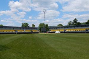 Štadión má nové tribúny.