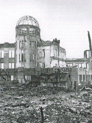 Jediná zachovaná budova v centre Hirošimy.