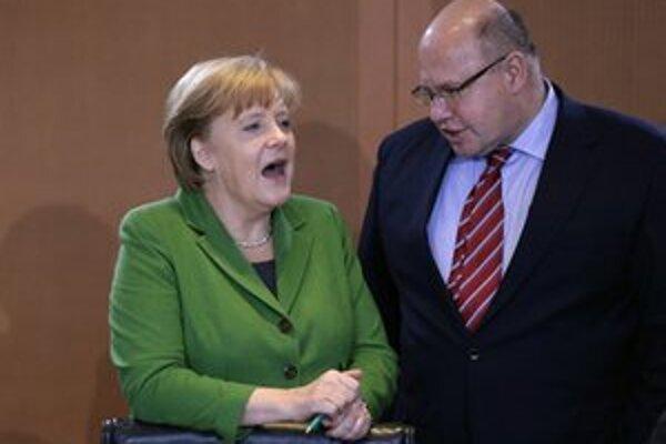 Nemecká kancelárka Angela Markelová a minister životného prostredia Peter Altmaier.