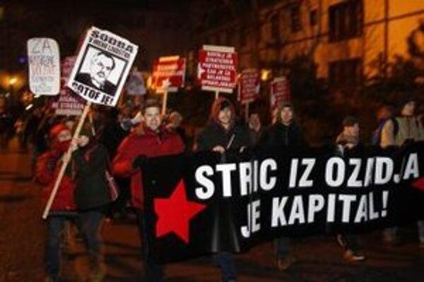 Slovinskí demonštranti.