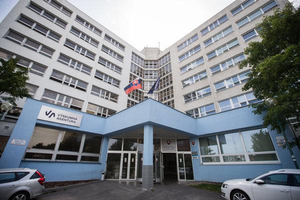 Aktuálne sídlo Výskumnej agentúry v Dúbravke.