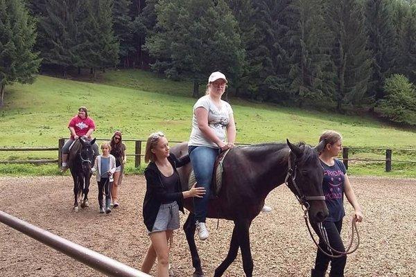 Jazda na koníkoch je liekom pre telo aj dušu.