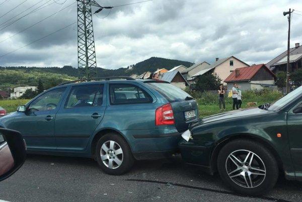 Reťazová nehoda v Kysuckom Lieskovci.