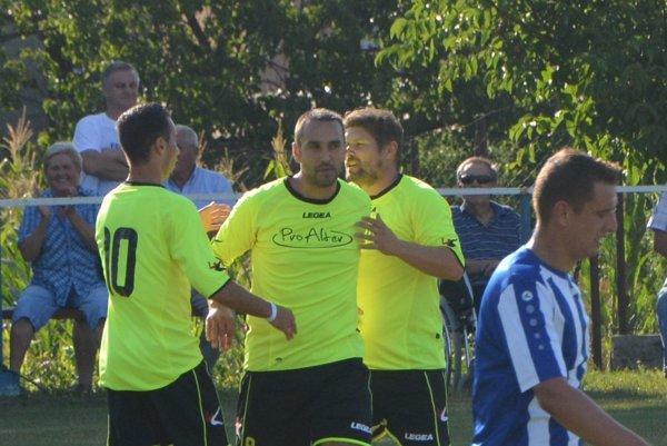 Vedúci gól hostí v Oponiciach strelil Kompas.