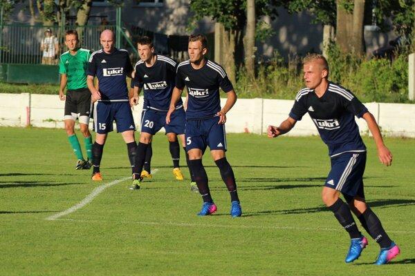 Futbalisti ŠKM Liptovský Hrádok. FOTO: VLADO ŠKUTA