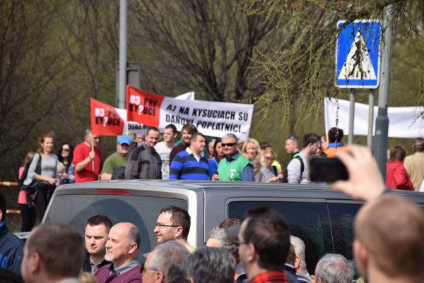 Protesty nateraz nevylučujú, hovorí sa dokonca o zablokovaní výjazdov na ČR a Poľsko.