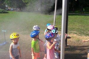 Príjemné schladenie pre deti v Parku SNP.