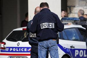 Vyšetrovatelia pracujú na mieste útoku v Levallois-Perret.