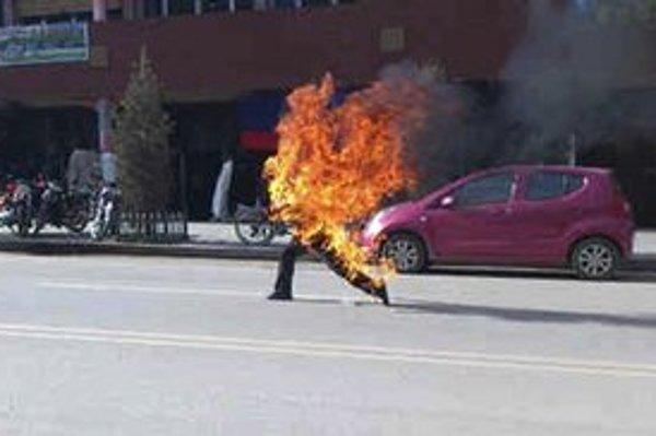 Upálenie prežije len veľmi málo Tibeťanov.
