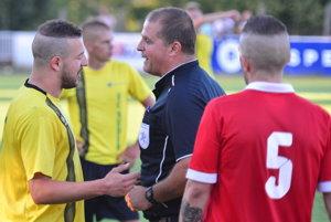 Vľavo v žltom drese Karim Guemache, autor dvoch gólov Nededu.