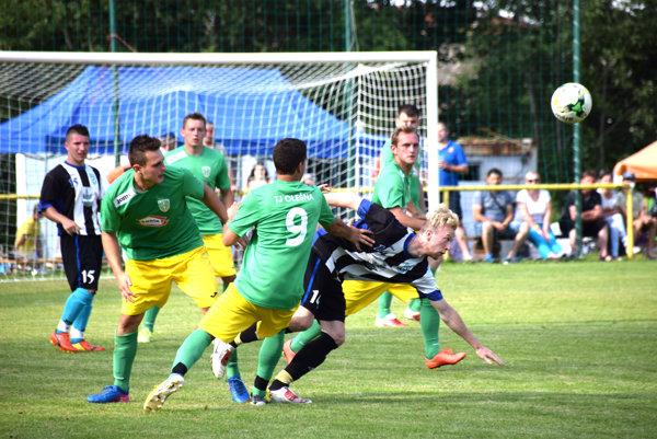 Olešná (v zelenom) získala prvý bod v sezóne.
