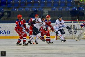 Košické mužstvo na Tatranskom pohári. Oceliari tradičný prípravný turnaj pod Tatrami vyhrali, takže môžu byť spokojní. Mrzia ich však zranenia obrancov Kessela aŠedivého.