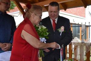Manželia Hronskí počas obradu.