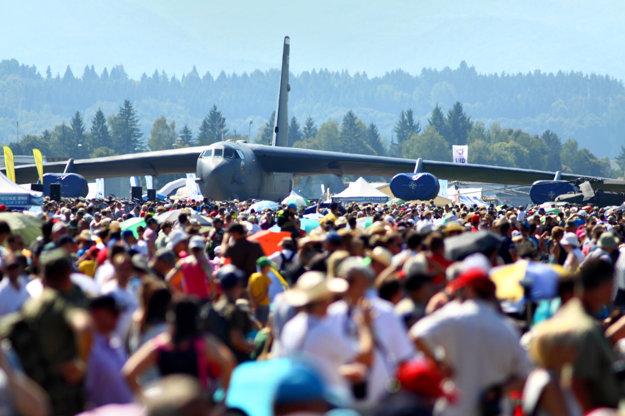 Americký strategický bombardér B-52 sa tentoraz predvedie vo vzduchu.